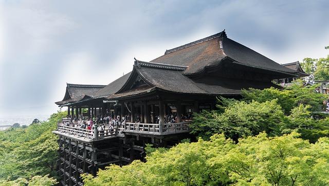 京都駅周辺でお手頃価格のお土産が買えるお店はここ!修学旅行生にもお勧め
